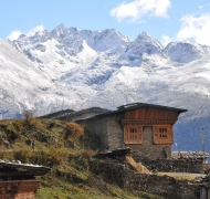 bhutanese-house-located-at-higher-altitude